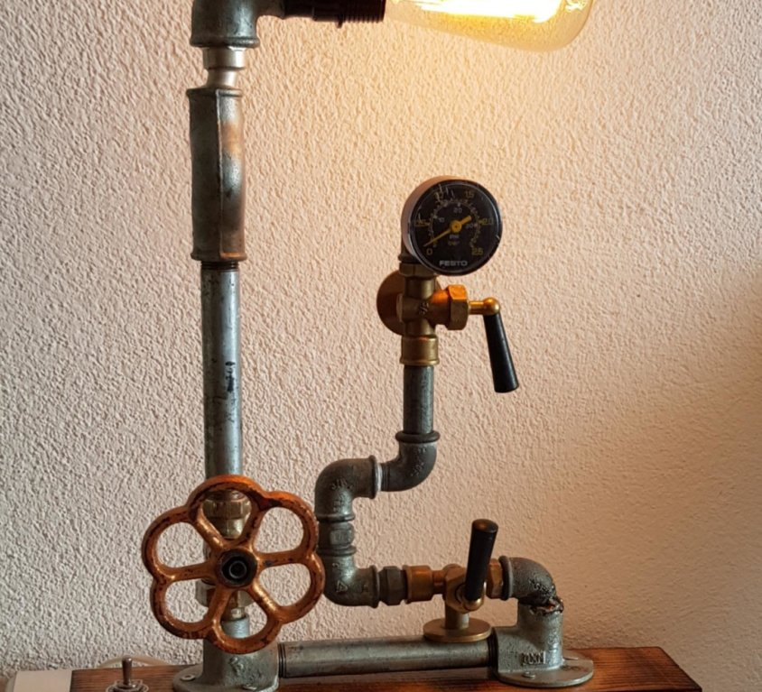 Lampa u industrijskom stilu